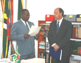 ambassador_diaz_presents_credentials_to_president_liverpool.jpg