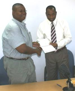 pm_skerrit_hands_cheque_to_newton.jpg