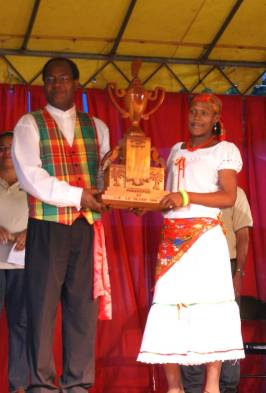 dubique_cultural_group_and_raymond_share_eo_leblanc_trophy.jpg