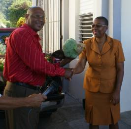 agriculture_minister_walter_hands_over_food_basket_to_infirmary_director_dec_2008.jpg