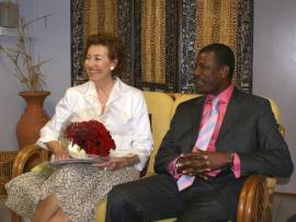 mayor_of_milan_and_hon_henderson_in_vip_lounge_march_2009.jpg