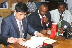 blackmore_chinese_officials_signing_contract.jpg