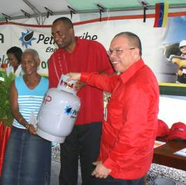 lpg_programme_launch_pm_hands_over_cylinder_dec_2009.jpg