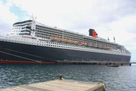 mv_queen_mary_ii_at_roseau_cruise_ship_dec_2009.jpg
