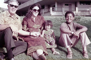 Ann_Dunham_with_father_and_children