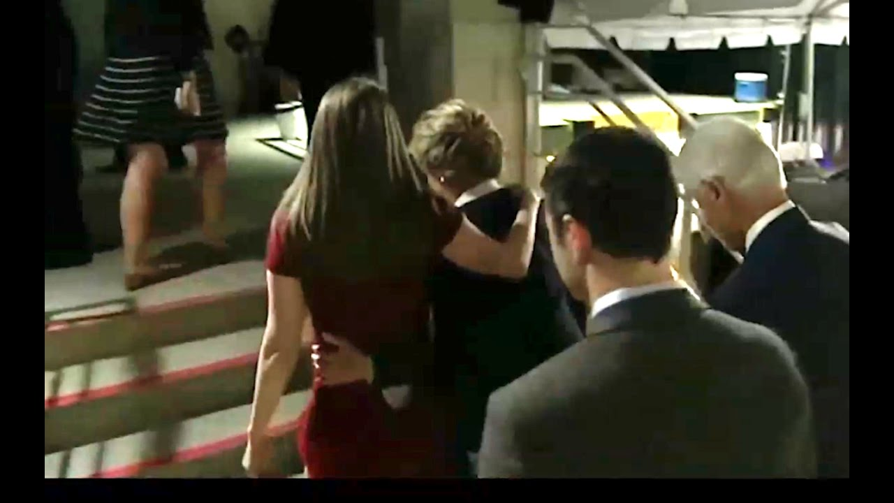 Chelsea Helps Hillary Up the Stairs before Presidential Debate! 10/9/16 6