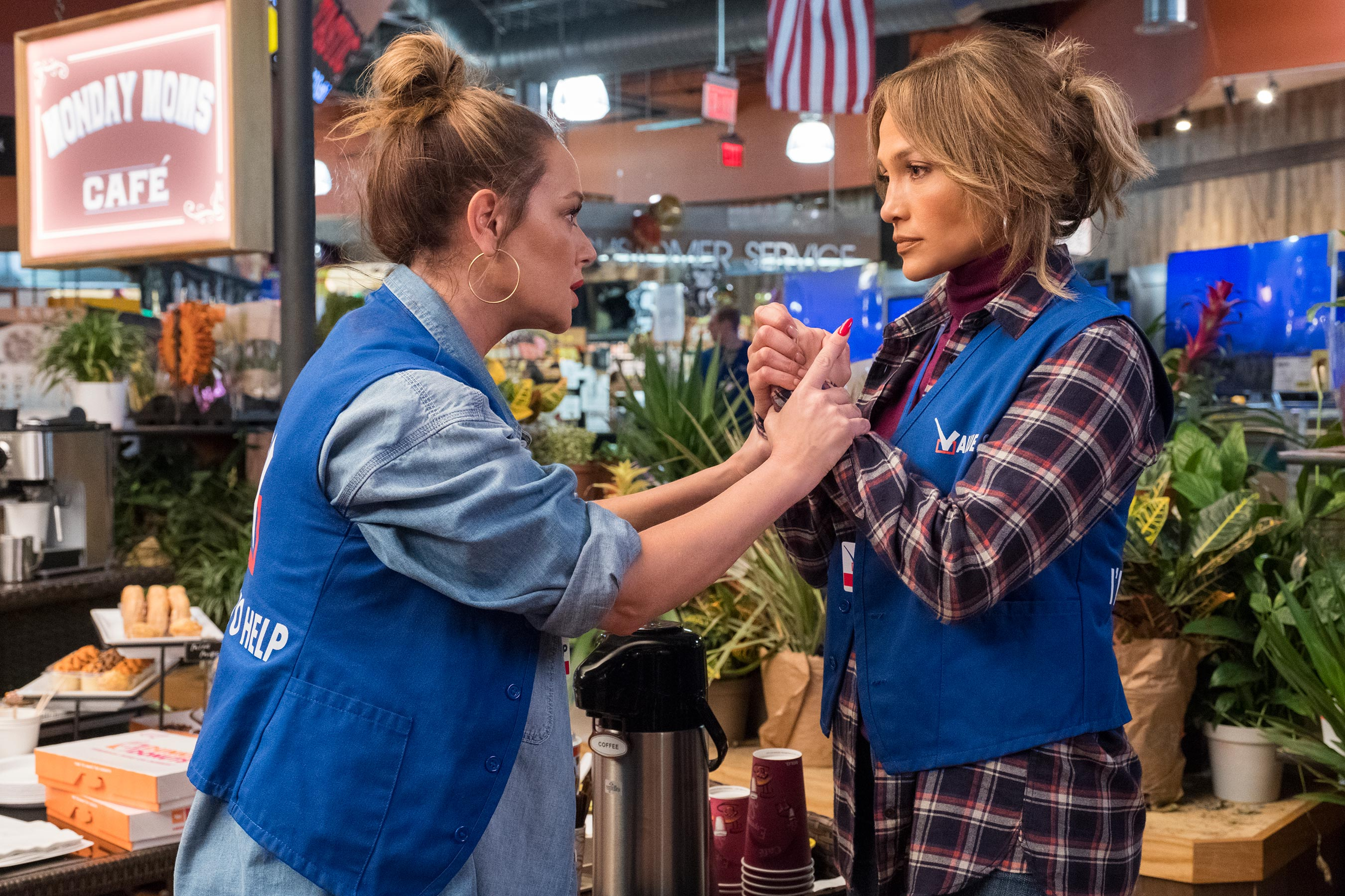 Jennifer Lopez slapped Leah Remini so hard she cried on <em>Second Act</em> set: This is our relationship! 2