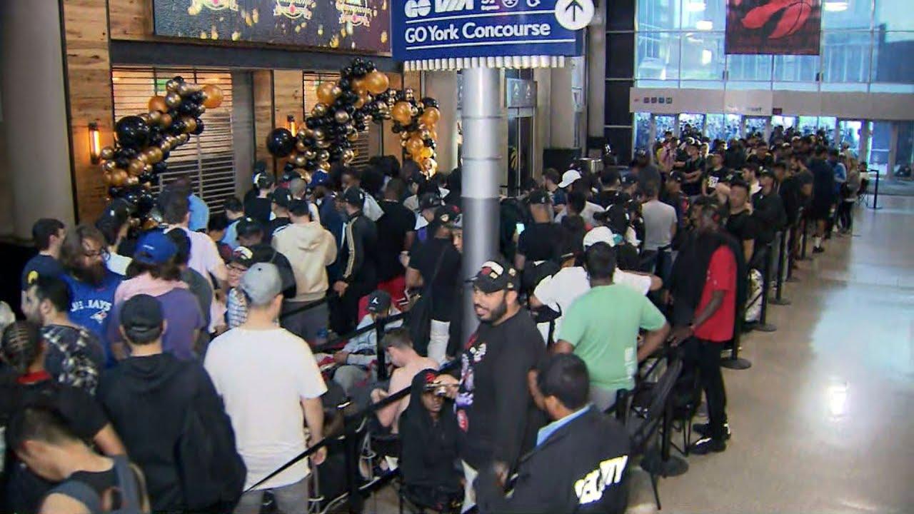 Fans spend night in line for Raptors OVO gear in Toronto 8