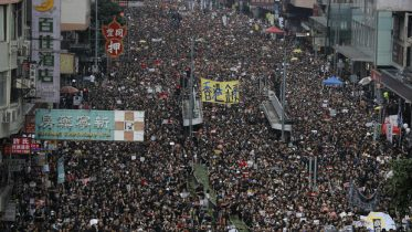 Hong Kong protests: Chief Executive Carrie Lam apologizes for suspended China extradition bill - CBS News 2
