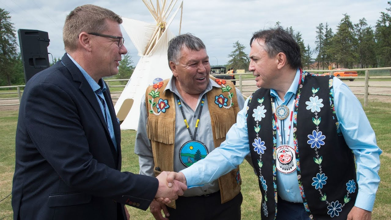 'A historic day': Indigenous leaders meet with Canada's premiers 1