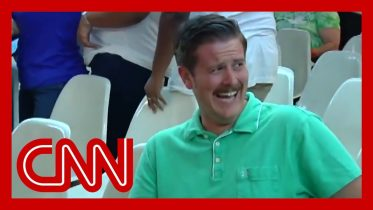 #GreenShirtGuy's response to Trump supporters goes viral 6