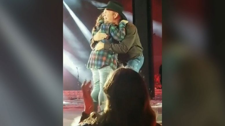 Garth Brooks has special moment with young Regina fan on stage 1