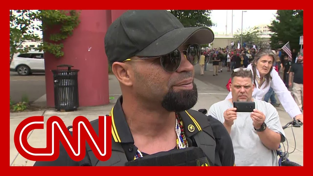 CNN reporter presses far-right rally leader in Portland 8