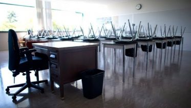 Ont. set to lose 10,000 teaching jobs over 5 years: watchdog 10