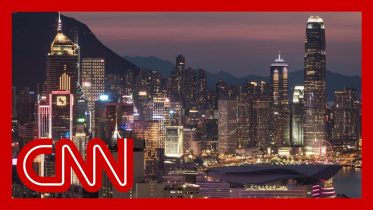 Hong Kong falls into recession after a decade 6