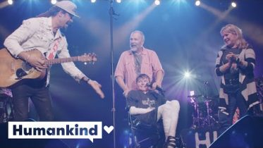 Musician brings joy to boy living life in pain | Humankind 6