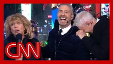 'SNL' alum revives iconic character on NYE, Anderson Cooper loses it 6