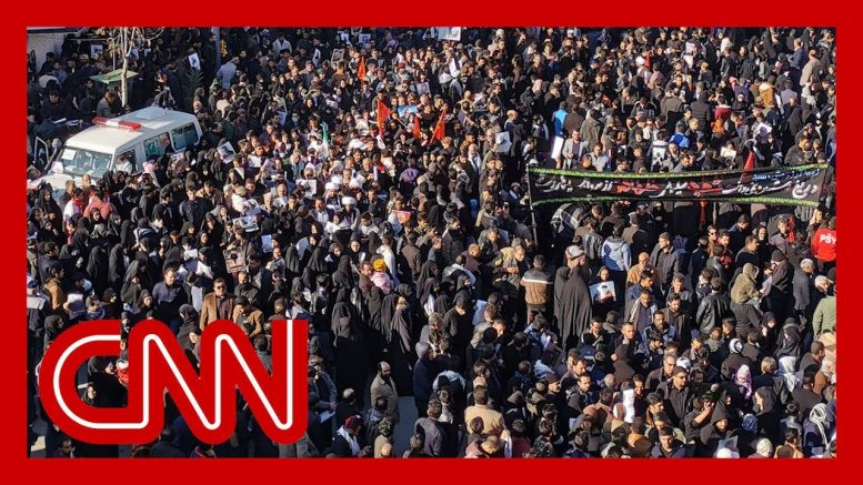 Huge crowds turn out for Iranian general's furneral 1