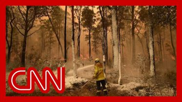 Australians urged to evacuate as fires show no sign of stopping 5
