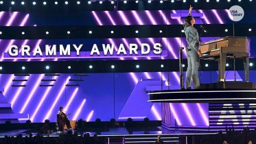 Top 5 2020 Grammy moments | USA TODAY 6