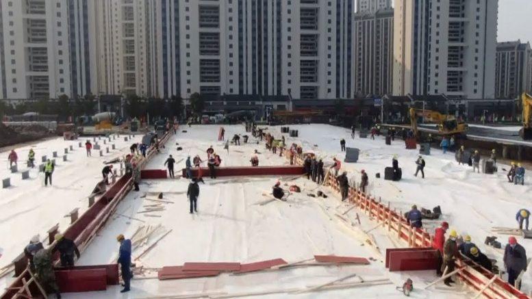Watch workers rush to build China's coronavirus hospital 1