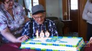 Canada's oldest man still lives in a home he built himself in the 1930s 4