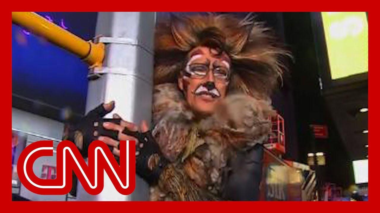 CNN anchor's NYE outfit cracks Anderson Cooper up 1