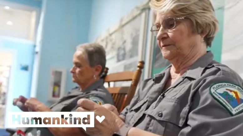 'Recycling Grannies' turn trash into treasure | Humankind 1