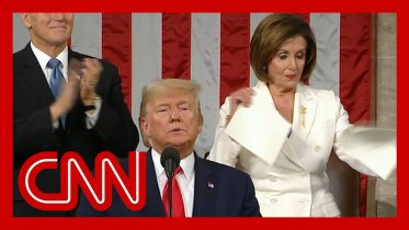 Nancy Pelosi rips up Trump's State of the Union speech 6