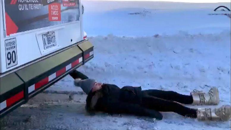 Woman's dangerous bus stunt goes viral in Montreal 1