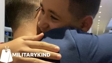 Siblings secretly fly to Japan to surprise soldier brother | Militarykind 6
