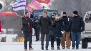Minister meets with pipeline protesters at Ont. rail blockade 4