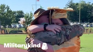 Soldier stops his sister in her tracks on her graduation day   Militarykind 6