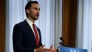 Ontario not prepared to risk reopening schools: Minister Stephen Lecce 6