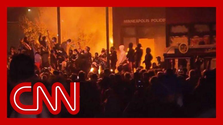 CNN reporter says 'zero' police presence as Minneapolis precinct burns 1