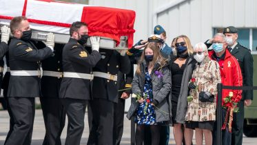 Canadian soldiers killed in helicopter crash repatriated under the shadow of a pandemic 6