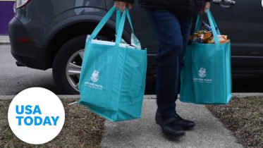 Volunteers deliver food to quarantined homes   USA TODAY 5