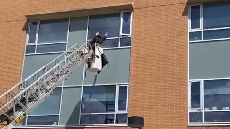 Woman uses a bucket truck to see her isolated dad in Toronto 1