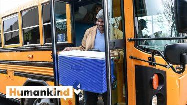 Principal delivers food to students via school bus | Humankind 6
