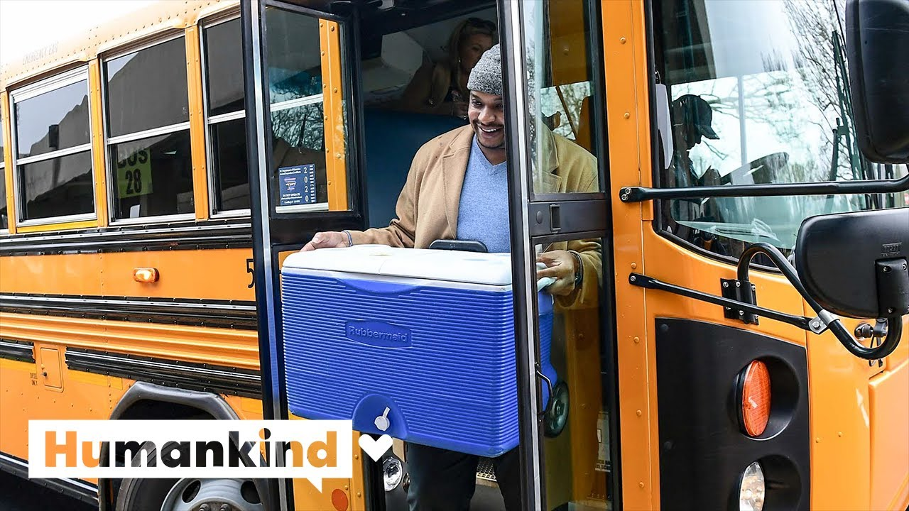 Principal delivers food to students via school bus | Humankind 7
