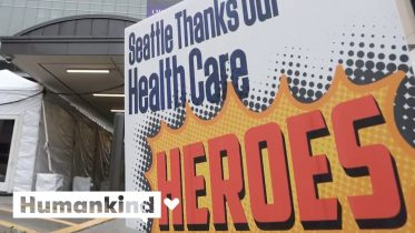 Listen to cities around the world applaud health care workers | Humankind 6