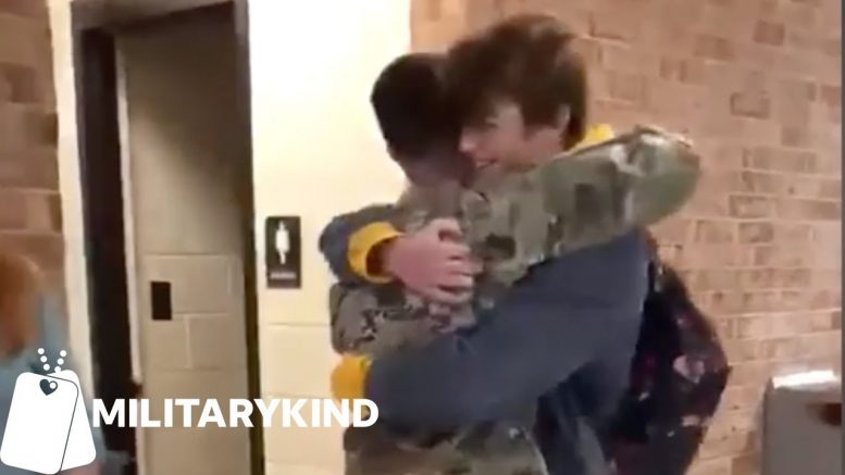 Soldier tricks mom and brother for surprise homecoming hugs | Militarykind 1