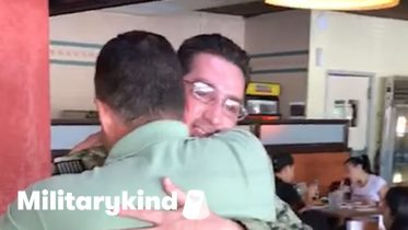 Sailor surprises dad after two years away | Militarykind 6