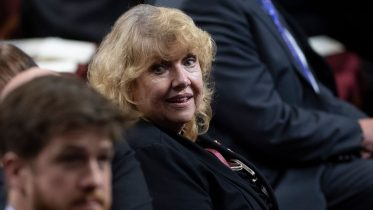 Should Senate rescind Beyak's suspension after apology? 6