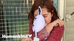 Kids' reactions to teacher's gift are priceless | Humankind 9