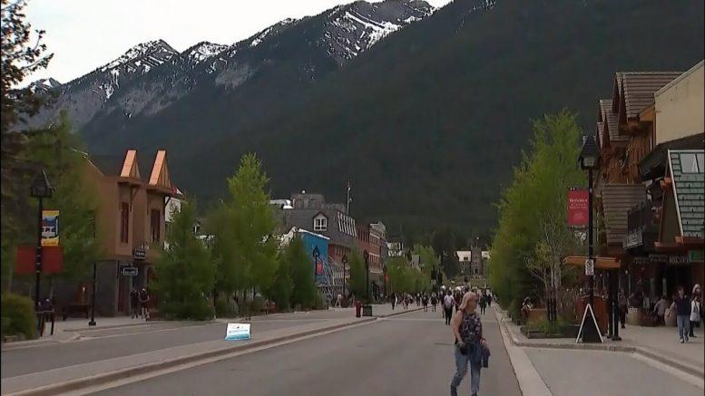 U.S. tourists still coming into Canada despite COVID-19 restrictions 1