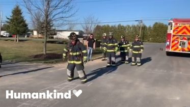 Frontline workers flock to chalk challenge | Humankind 1