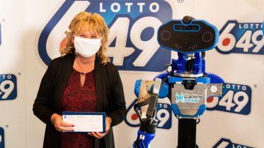 Robot delivers $6-million cheque to Quebec lottery winner amid pandemic 6