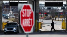 COVID-19 is so bad in the U.S. that opening the border could spark new outbreaks in Canada: expert 1