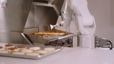 Robot cooks attract interest amid COVID-19 pandemic 6